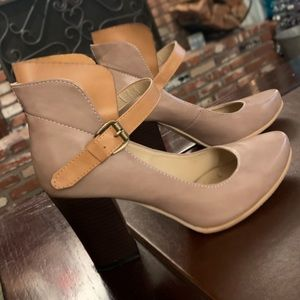 Stunning Anthropologie leather Mary Jane shoes